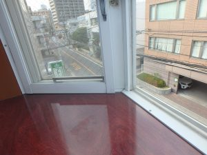 飯田ビル301号室_出窓01